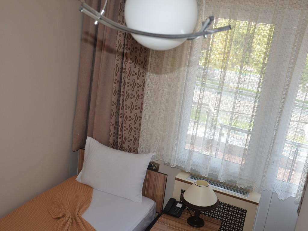 Bed & Breakfast, Single Room