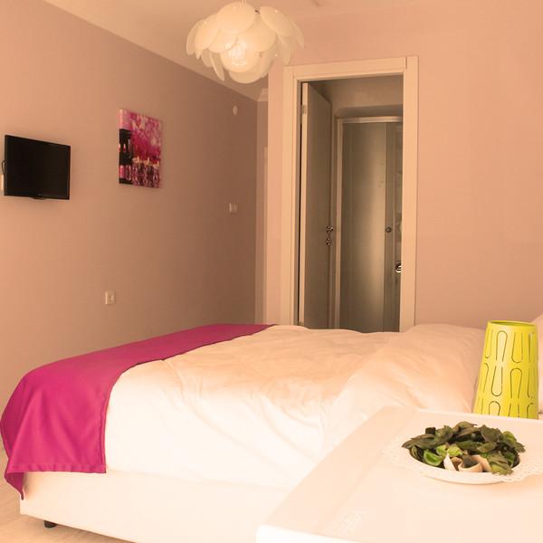 Double Room (non-refundable)
