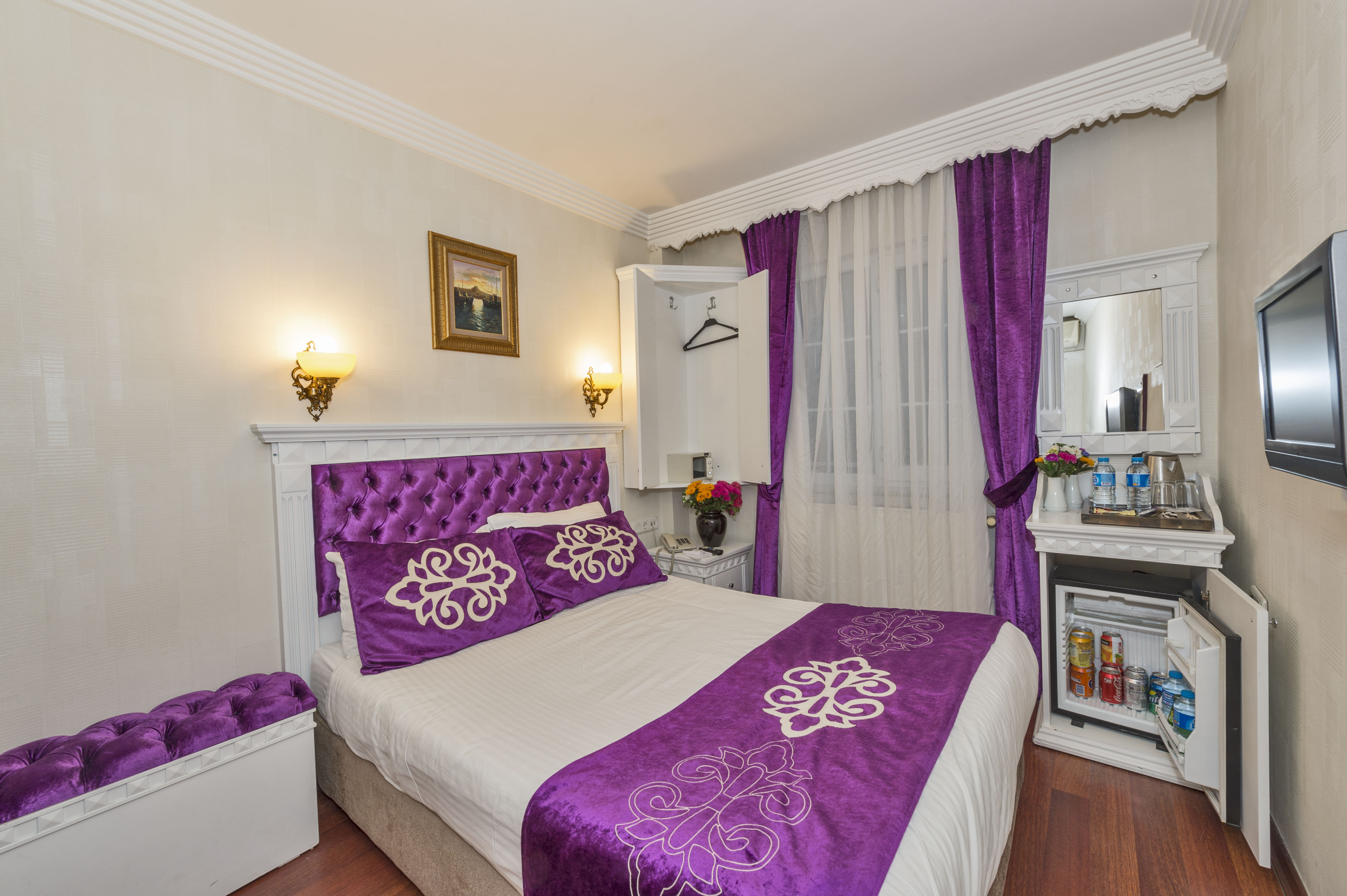 İSTANBUL HOLİDAY HOTEL