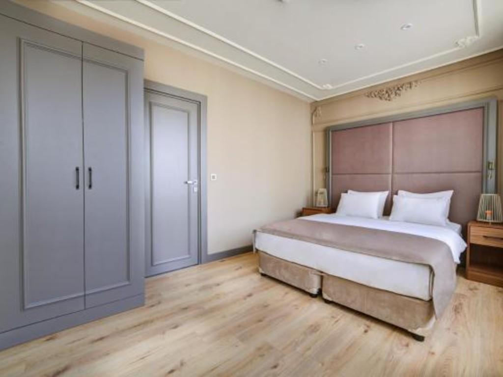 Twin Suit Room