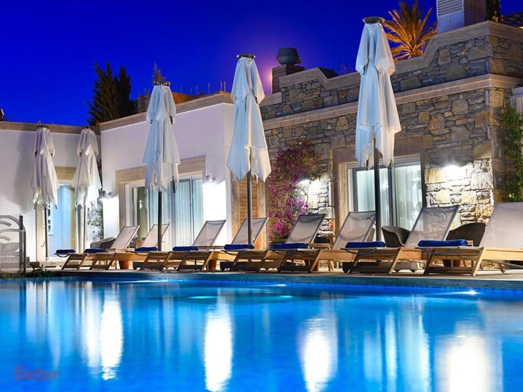 Sun bathing in Regnum Escana Boutique Hotel